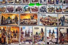 Magneti del ricordo da vendere a Praga, repubblica Ceca Fotografia Stock