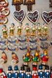 Magneti turistici del ricordo da vendere a Norimberga, Germania Fotografia Stock