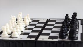 Magnetisch schaak op de Raad stock fotografie