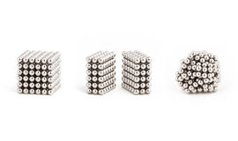 Magnetische metaalballen, van ideale vorm aan chaos stock foto's