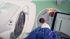 Magnetische Resonanz- Prüfung stock footage