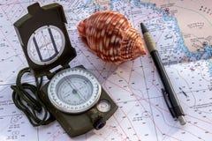 Magnetisk kompass på översikten Royaltyfria Bilder