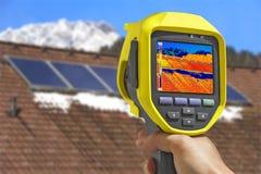 Magnetofonowi panel słoneczny z Termiczną kamerą obraz stock