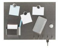 Magnetpinboard mit leeren Papieren Lizenzfreie Stockbilder
