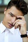 Magnetyzm. Elegancki Przystojny mężczyzna mody model Obraz Stock