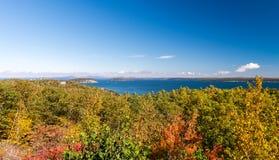 Magnificencia del escenario del follaje de Nueva Inglaterra en otoño imagen de archivo libre de regalías