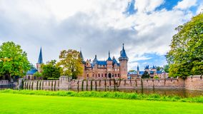 Magnificent Castle de Haar περιέβαλε από μια τάφρο και όμορφους κήπους Ένας 14ος αιώνας Castle και αποκατεστημένος στον πρόσφατο  στοκ εικόνες με δικαίωμα ελεύθερης χρήσης