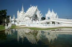 Magnificently grote witte kerk Stock Afbeeldingen