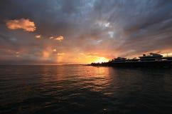 Magnificient-Sonnenuntergang in Meer Stockbild