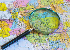 Magnifier στο χάρτη Στοκ φωτογραφίες με δικαίωμα ελεύθερης χρήσης