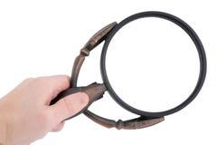 Magnifier in een geïsoleerdeR hand Royalty-vrije Stock Afbeeldingen
