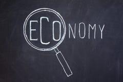 Magnifier en 'Economie' woord Stock Foto's