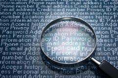 Magnifier en persoonlijke informatie Stock Afbeeldingen