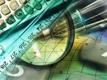 Magnifier, heerser en calculator, collage Stock Fotografie
