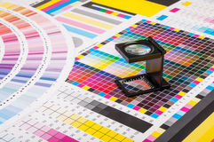 Magnifier i próbny druk Zdjęcie Royalty Free