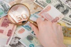 magnifier pieniądze Obraz Royalty Free