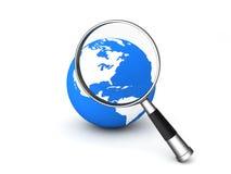 Magnifier sul globo royalty illustrazione gratis