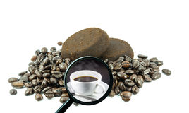 Magnifying glass with background of roasted coffee beans to be coffee cup Royalty Free Stock Photography