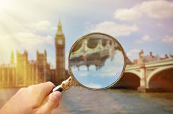 Magnifying glass in the hand Royalty Free Stock Photos