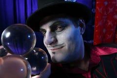 Mago con le sfere di cristallo Fotografia Stock