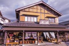 MAGOME, JAPAN - 18. SEPTEMBER 2017: Traditionelle Shops und Speicher Lizenzfreie Stockfotografie