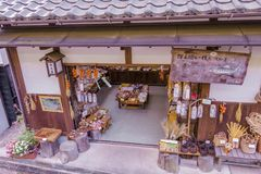 MAGOME JAPAN - SEPTEMBER 18, 2017: Traditionellt shoppar och lagret Arkivbilder