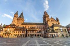 Maguncia, Alemania - 12 de junio de 2017: Dom kathedral viejos en la ciudad de Maguncia, Fotografía de archivo