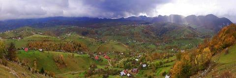 Magura wioska, Piatra Craiului park narodowy zdjęcia stock