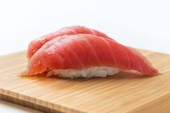 Maguro Nigiri寿司(金枪鱼) 免版税库存图片