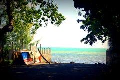 Mahébourg, Îles Maurice Vue d'océan avec un bateau américain images libres de droits