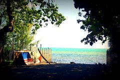 Mahébourg, Μαυρίκιος Ωκεάνια άποψη με μια αμερικανική βάρκα στοκ εικόνες με δικαίωμα ελεύθερης χρήσης