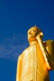 Maha Muni Buddha Rattanamongkhon Yuen högt i Thailand Fotografering för Bildbyråer