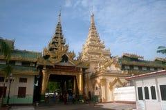 Maha Muni Pagoda dans la ville de Mandalay, Myanmar Images libres de droits