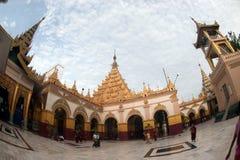 Maha Muni Pagoda i den Mandalay staden, Myanmar Fotografering för Bildbyråer