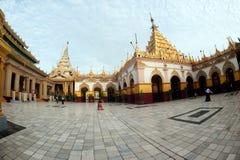 Maha Muni Pagoda i den Mandalay staden, Myanmar Arkivbild
