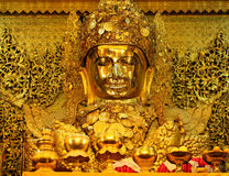 Maha Myat Muni Buddha Image del templo de Mahamuni Buda en Mandal Foto de archivo