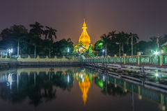 Maha Wizaya Pagoda nachts, Rangun Stockbild