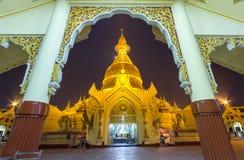 Maha Wizaya Pagoda Yangon Royaltyfri Fotografi