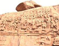 Mahabalipuram, Tamil Nadu, Ινδία - 14 Ιουνίου 2009 αρχαία ανακούφιση πετρών bas στην τιμωρία Arjuna ` s Στοκ Εικόνα
