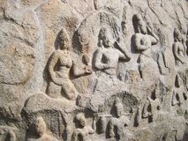 Mahabalipuram, Tamil Nadu, Indien - 14. Juni 2009 altes Flachrelief von den hindischen Gottheiten auf monolithischem Stein des Gr Stockbild