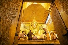 Mahamuni Buddha Świątynny Mandalay, Myanmar Zdjęcia Royalty Free