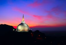 Mahaseya Stupa на заходе солнца, Mihintale, Шри-Ланка Стоковое Фото