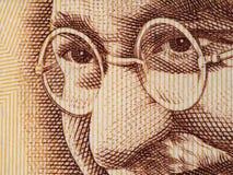 Mahatma Gandhi stawia czoło na hindusie 500 rupii banknotu ekstremum makro-, Obraz Royalty Free