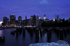 Mahattan (NYC) τή νύχτα Στοκ Φωτογραφία