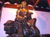 Mahayana buddyzm Buddha Trzyma Ruyi i przespacerowanie Podczas gdy Siedzący na Fu psie Guilin Chiny fotografia royalty free