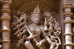 Mahishasuramardini被雕刻的神象在拉妮ki vav内在墙壁,在Saraswati银行的一复杂地被修建的stepwell上的  免版税库存图片