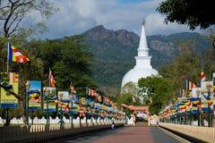 Mahiyangana Raja Maha Vihara är en forntida buddistisk tempel i Mahiyangana, Sri Lanka Royaltyfri Fotografi
