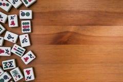 mahjong的瓦片 rigth的空的地方 库存照片