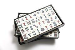 Mahjong lektegelplattor i ask på vit bakgrund arkivfoto