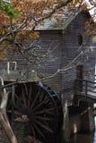 Mahlgutmühle mit Wasserrad Stockfotografie